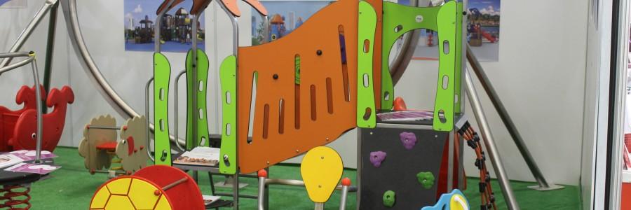 Дитячі майданчики та комплекси